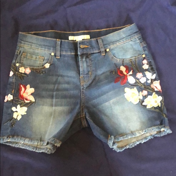 Boston Proper Pants - Boston Proper Floral Embroidered Shorts Size 4